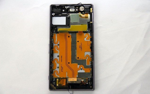 разобранный Sony Xperia Z1
