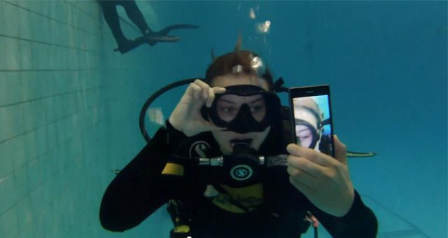 Видео с работой и съемкой Sony Xperia Z1 под водой