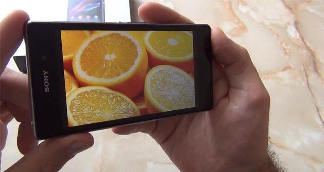Небольшой видео обзор углов обзора Sony Xperia Z1 и поведения экрана при ярком свете