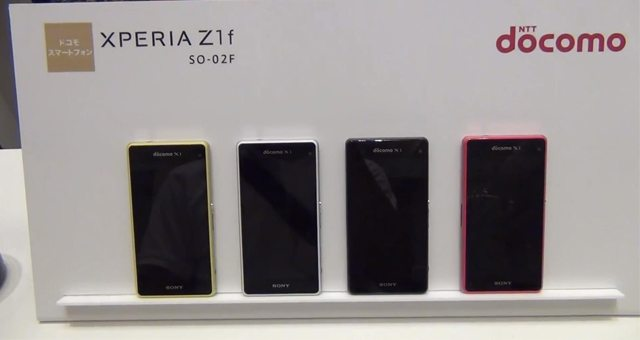 Несколько беглых видео обзоров Sony Xperia Z1 f Mini (SO-02F)