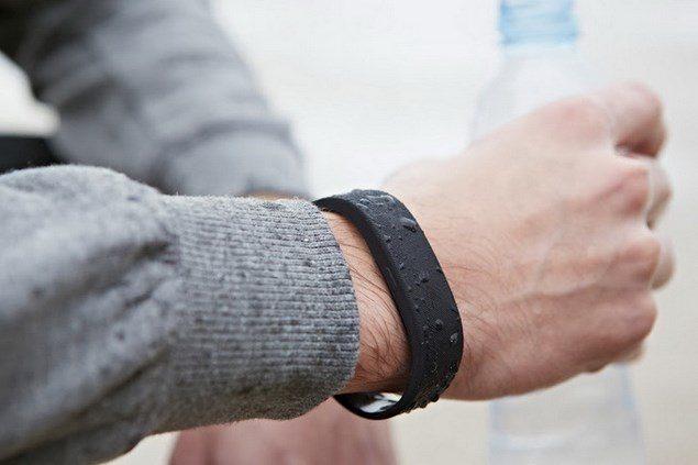 Умный браслет SmartBrand из новой линейки аксессуаров SmartWear