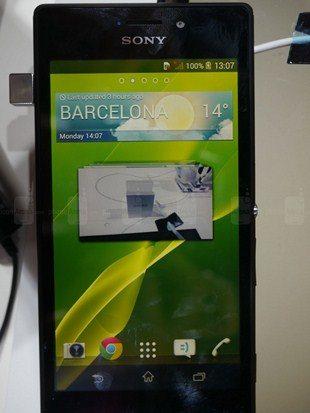 Фото Sony Xperia M2 в руках и первые видео обзоры смартфона
