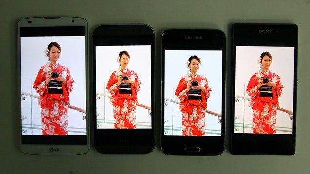 Sony Xperia Z2 проитв Galaxy S5, HTC One M8, LG G Pro 2 - сравнение дисплеев