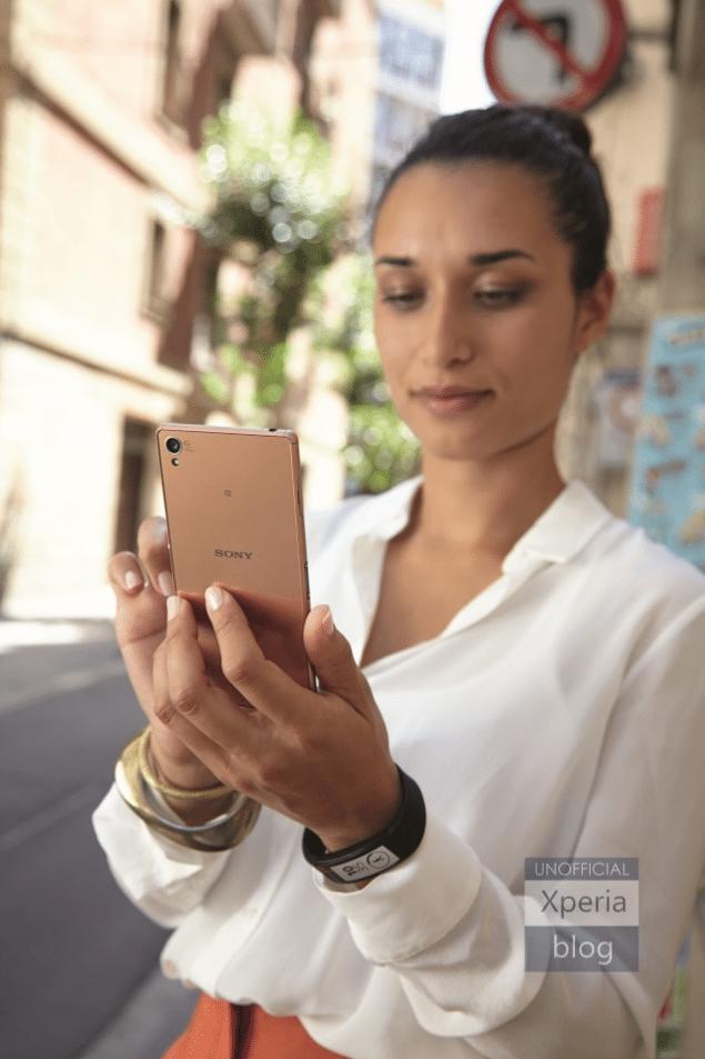 Sony Xperia Z3 и SmartBand на первых фото с пресс-релиза