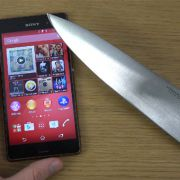 Ножом по стеклу экрана Sony Xperia Z3