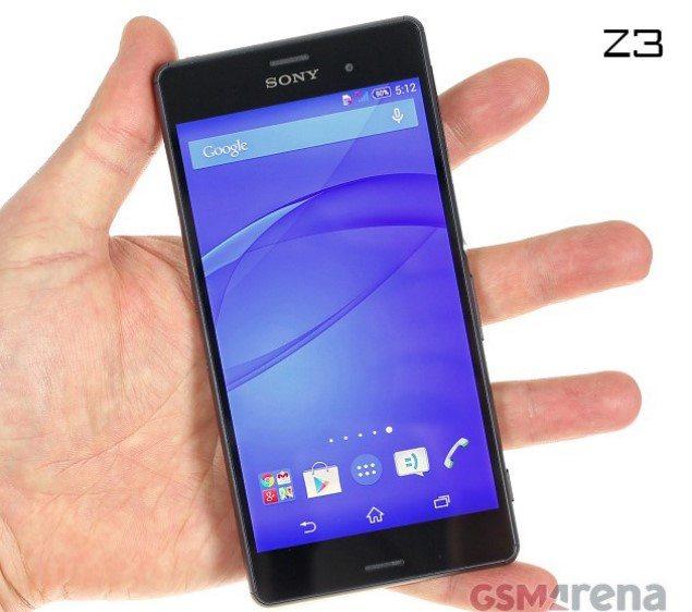 Sony Xperia Z3 в руке